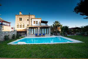 Villa for rent in Lagonisi 01